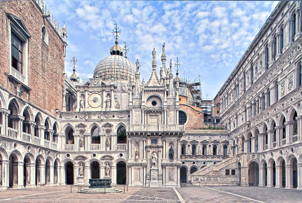 Patio del Palacio Ducal de Venecia