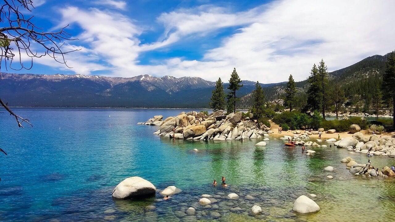 Playa en el lago Tahoe