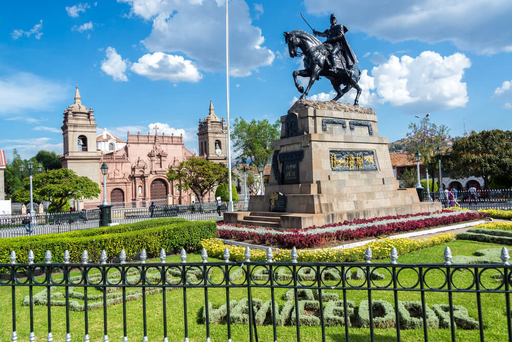 Ayacucho, una de las plazas de Armas del Perú más bellas