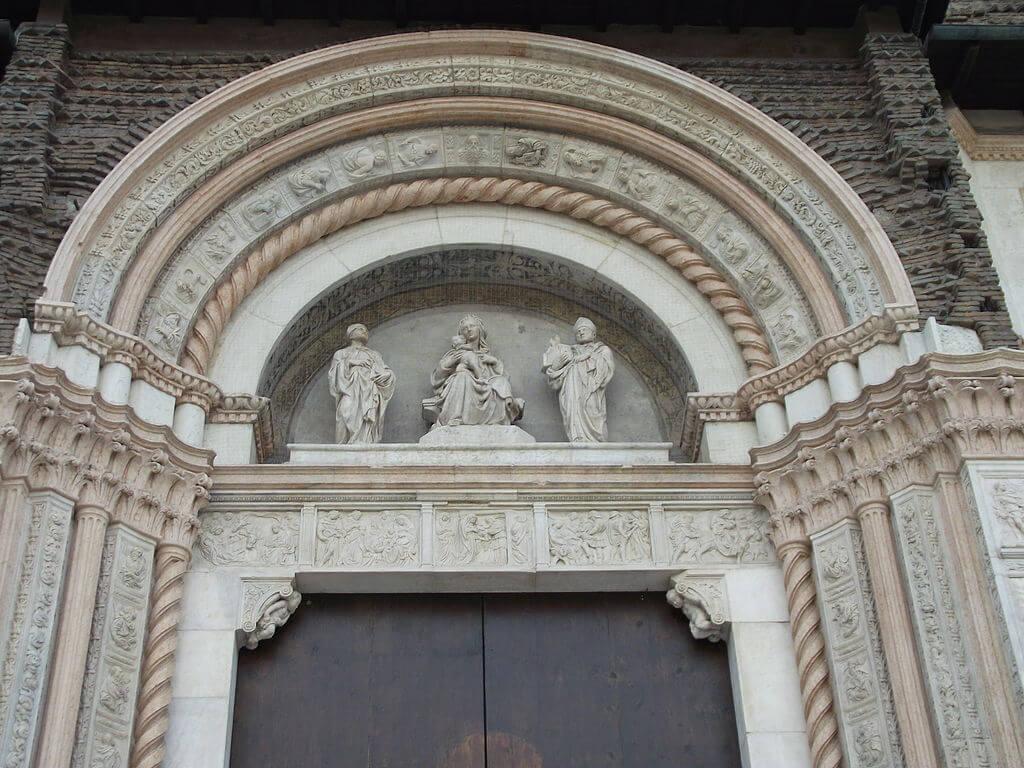 Puerta de la Basílica de San Petronio