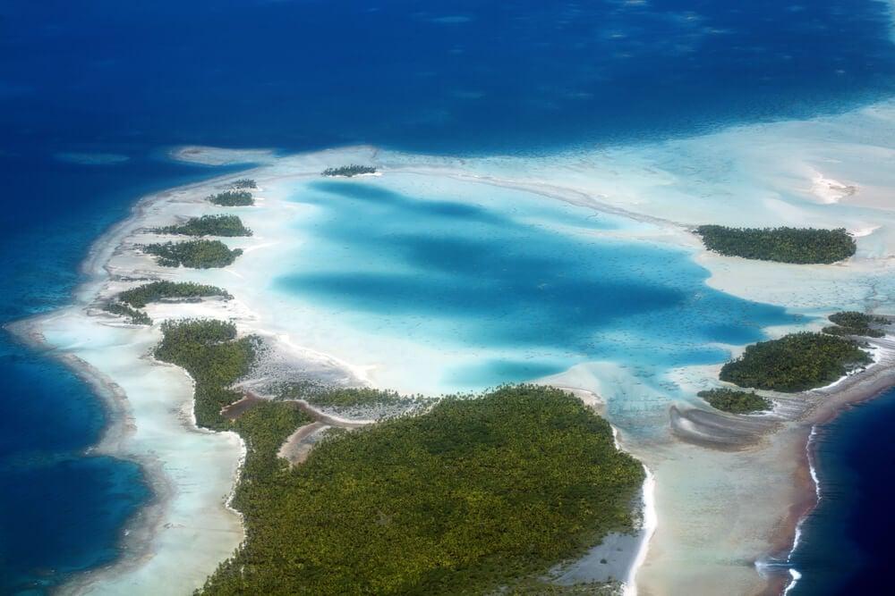 Vista aérea de Rangiroa en la Polinesia Francesa