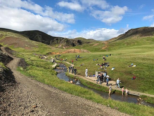 Reykjadalur, uno de los lugares de aguas termales en Islandia