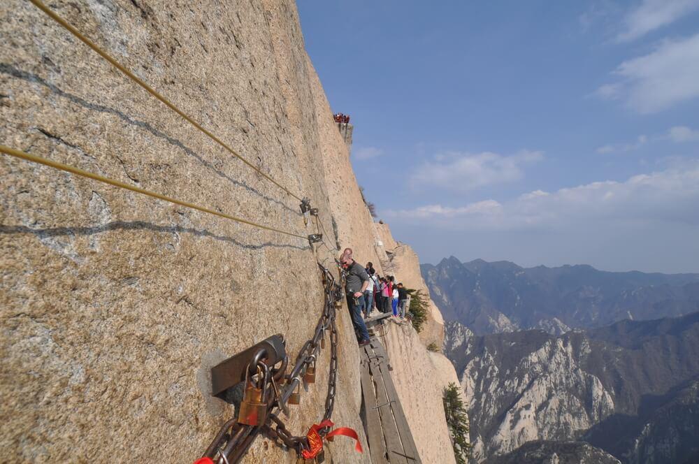 Sendero de madera en el monte Huashan