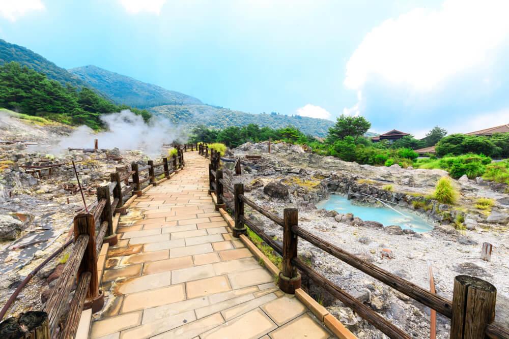 Aguas termales en Unzen en isla de Kyushu