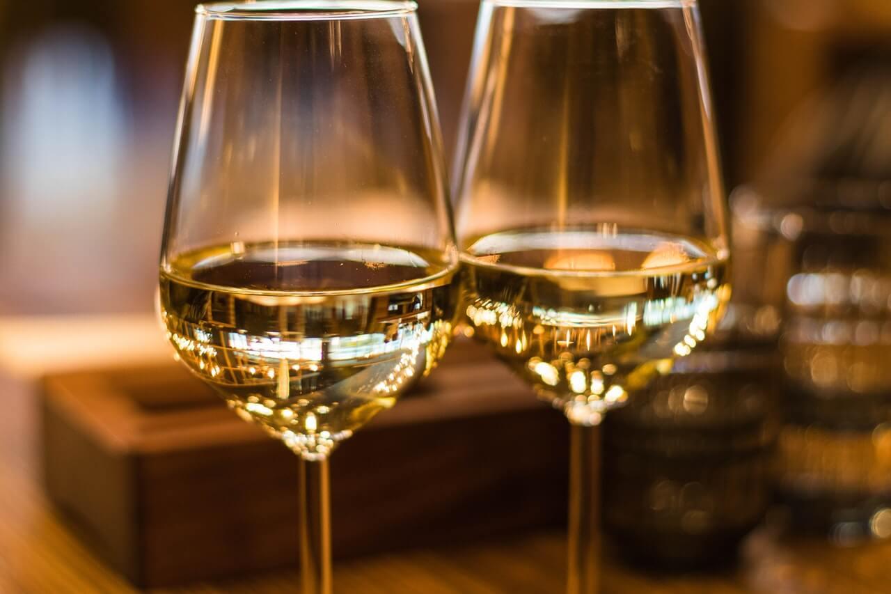 Copa de vino en uno de los restaurantes de Viena