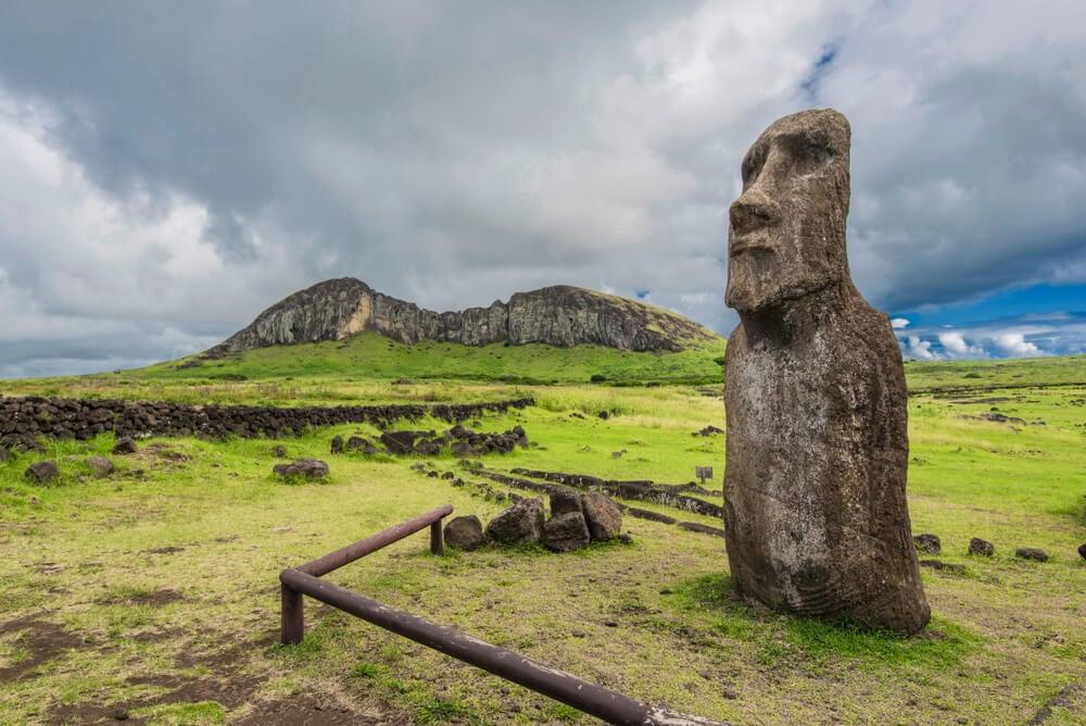 Rano Raraku: la cantera de los moáis en la isla de Pascua