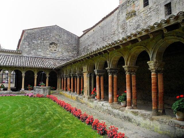 Claustro de la abadía de Saint Papoul