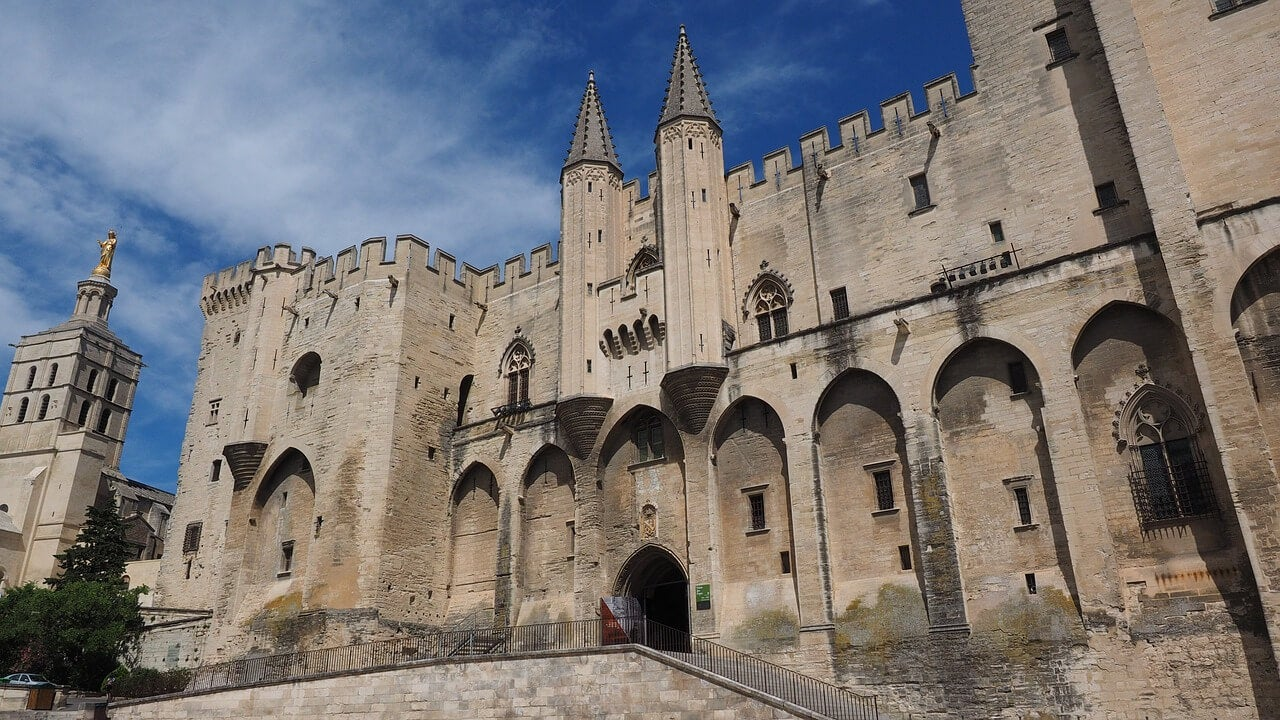Fachada del Palacio de los Papas de Avignon