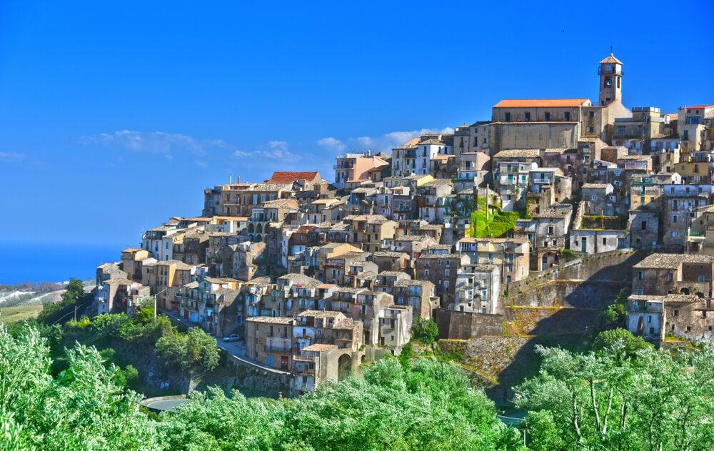 Vista del pueblo de Badolato