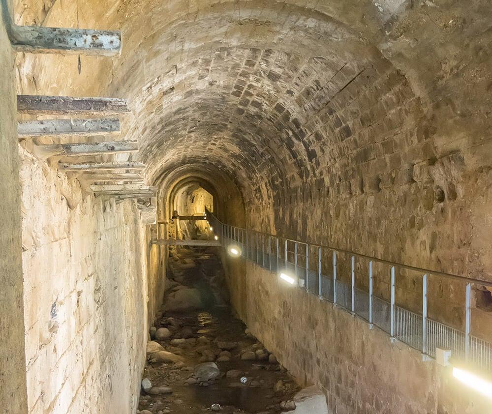 Un paseo por la bóveda del río Cerezuelo de Cazorla