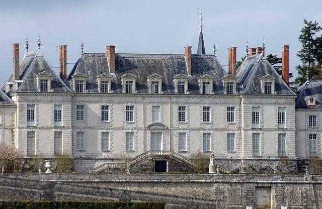 Edificio principal del castillo de Menars