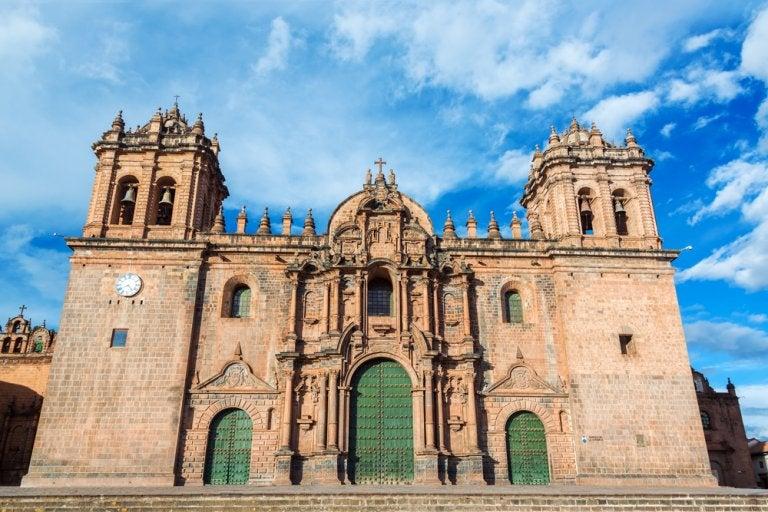 Escucha misa en quechua en la catedral de Cuzco