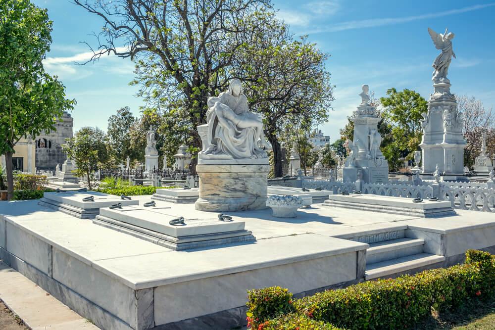 Tumbas del cementerio de Colón