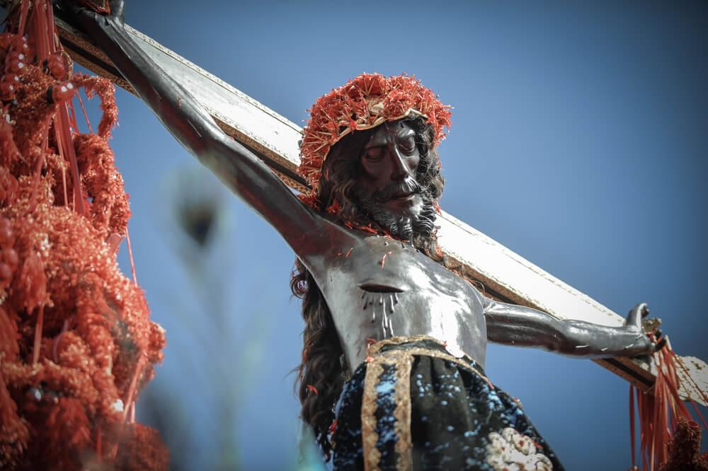 Cristo de los Temblores procesionando