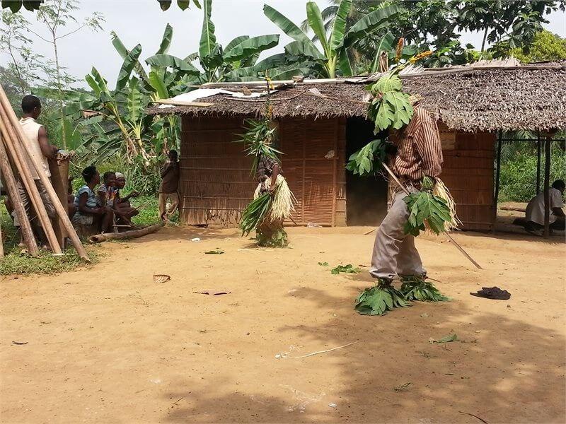 Danza tradicional de los pigmeos de Kribi