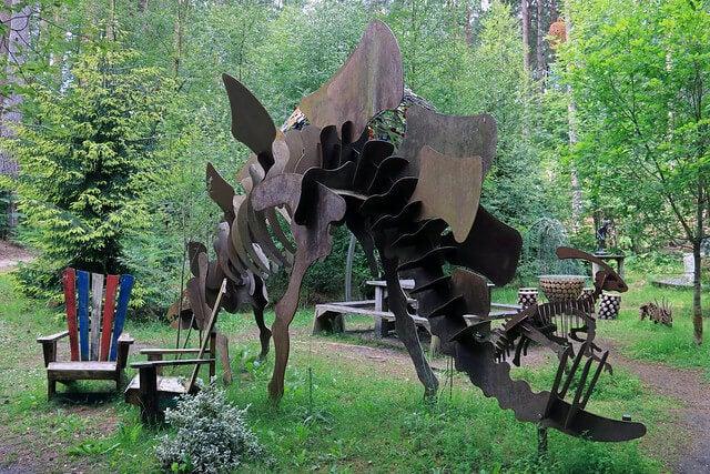Escultura de un dinosaurio