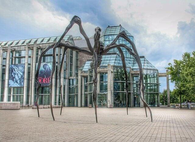 Escultura de una araña en la Galería Nacional de Canadá