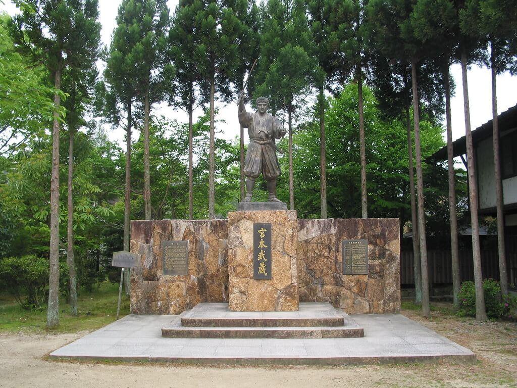 Estatua de Miyamoto Musashi