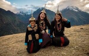 Visitantes disfrutando del Festival de Highlander en Bután.