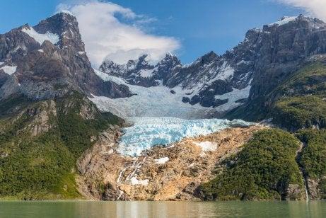 Vista del glaciar Balmaceda cerca de Puerto Natales