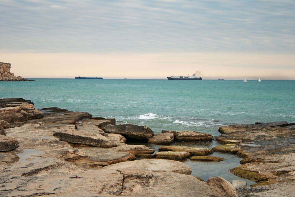 Barcos en el mar Caspio, el mayor lago endorreico