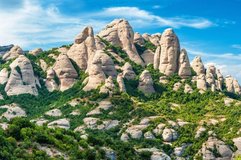 Rutas por Montserrat, la montaña que inspiró a Gaudí