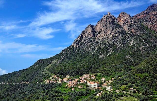 Vista del pueblo de Ota