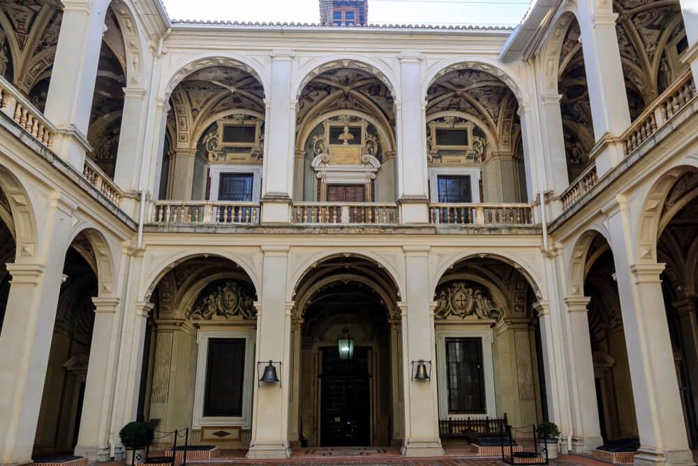 Patio del palacio de Santa Cruz en el Viso del Marqués