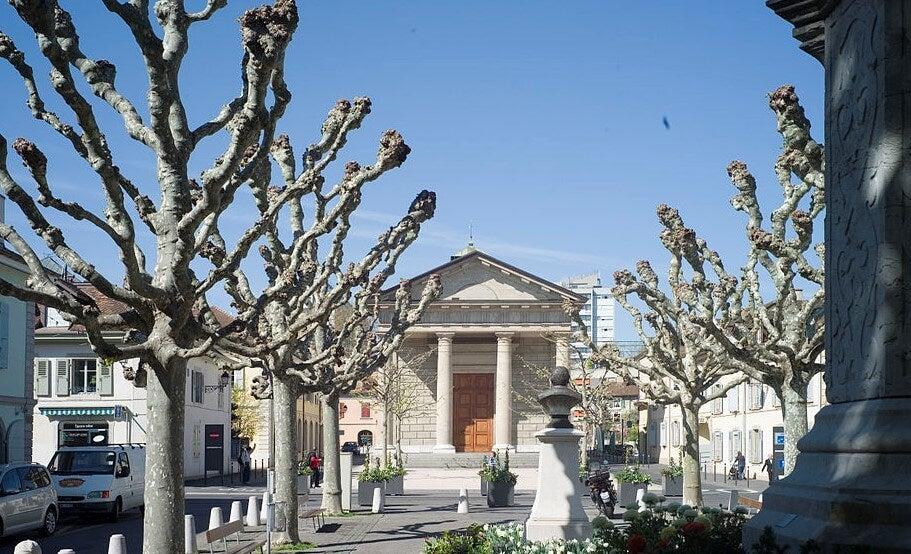 Plaza del templo de Carouge