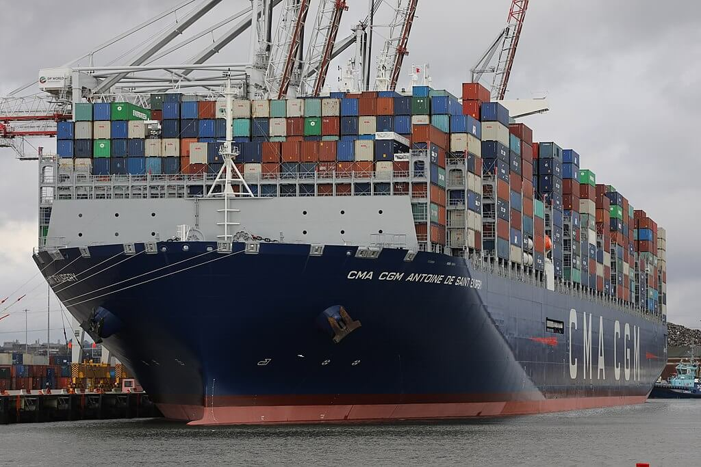 Vista frontal del buque