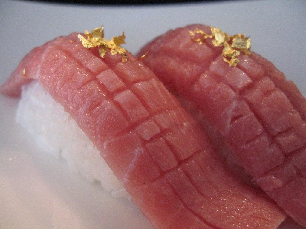 Sushi con láminas de oro, uno de los platos más costosos