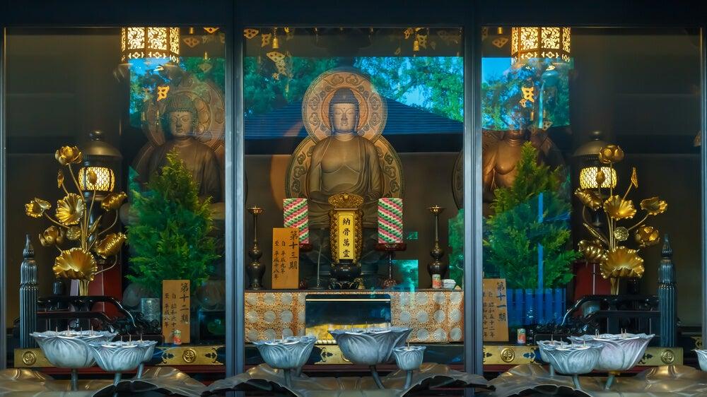 Budas en el templo Templo Isshinji