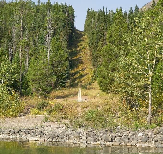 Vista de la franja de la fontera entre EE. UU. y Canadá