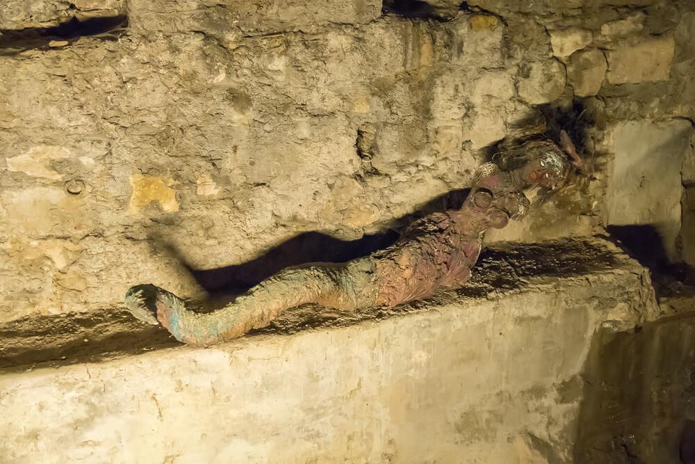 Representación de la Tragantía en la bóveda del río Cerezuelo