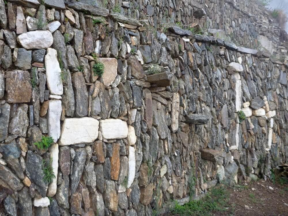 Andenes de las llamas en el yacimiento arqueológico de Choquequirao