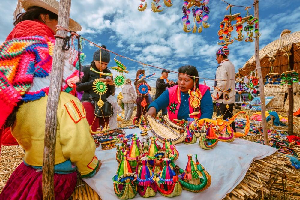 MErcado artesanal en Puerto de Puno