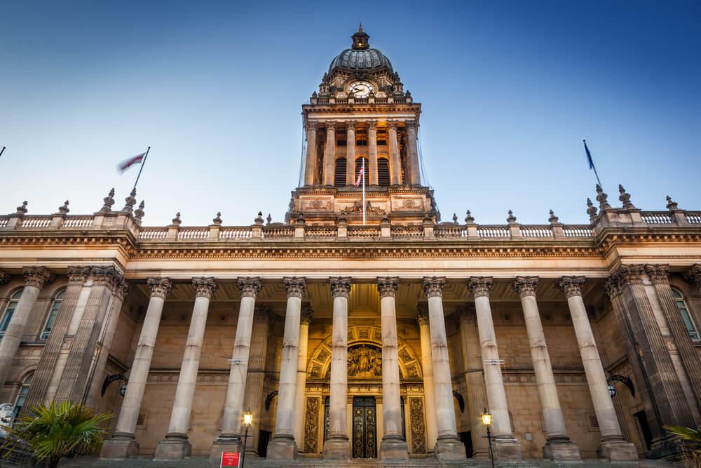 Fachada del ayuntamiento de Leeds