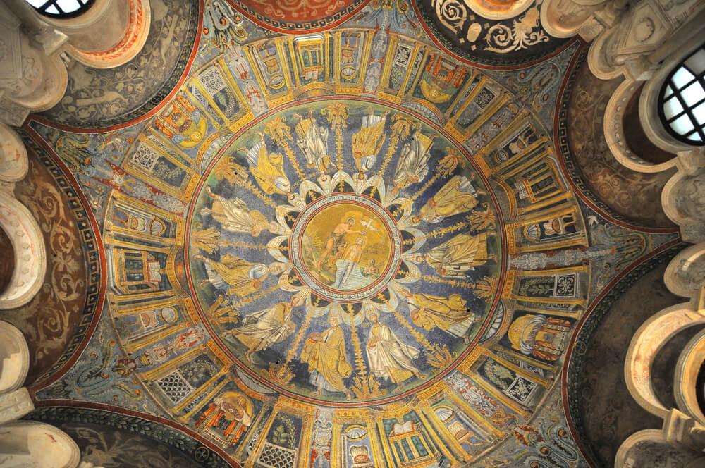 Interior del baptisterio neoniano