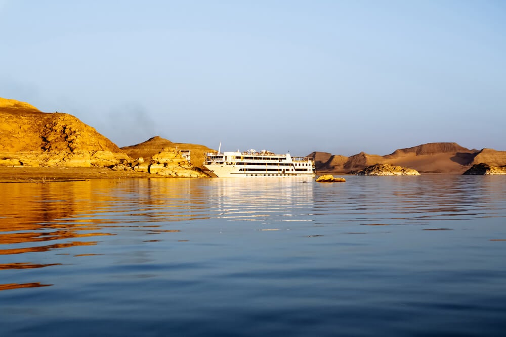 Barco en el lago Nasser