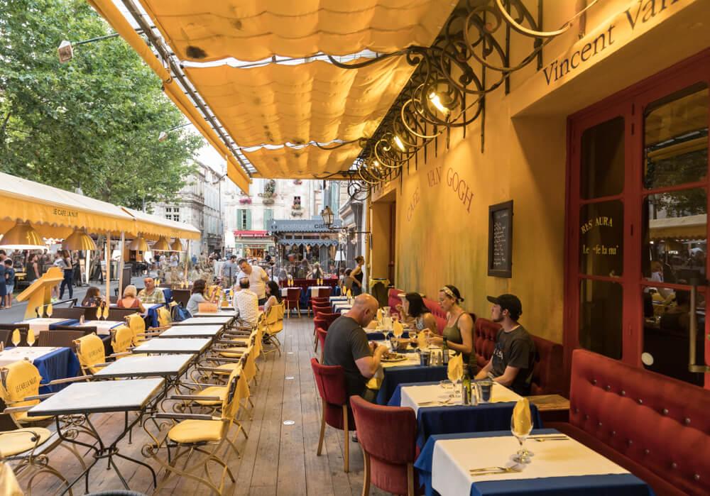 Café de la Place du Forum en Arlés