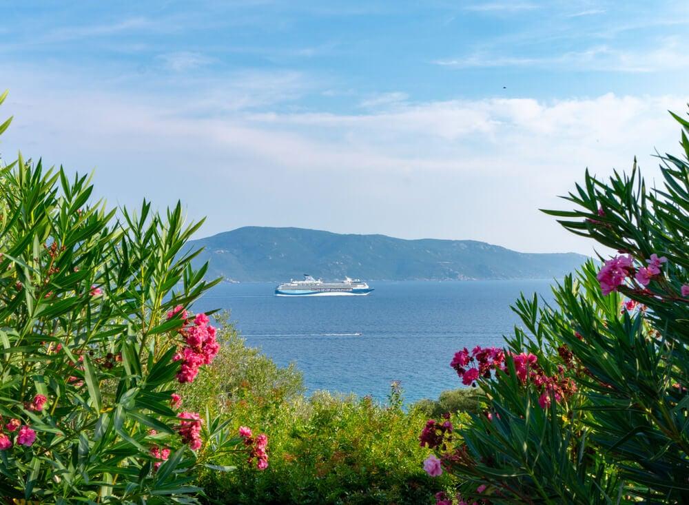 Ferry en Córcega