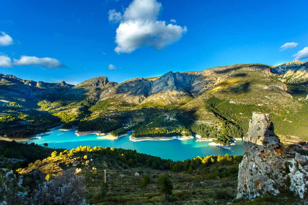 Paisaje de Guadalest en la montañas del interior de la Comunidad Valenciana