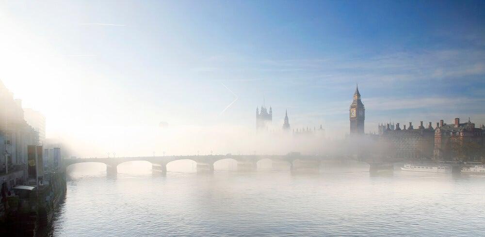 Londres con niebla