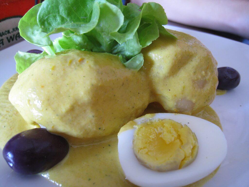 Huevos bañados con ocopa