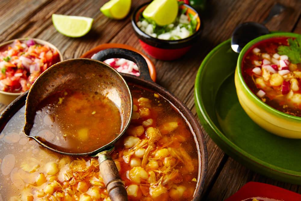 Pozole, uno de los platos para probar en el turismo gastronómico en México