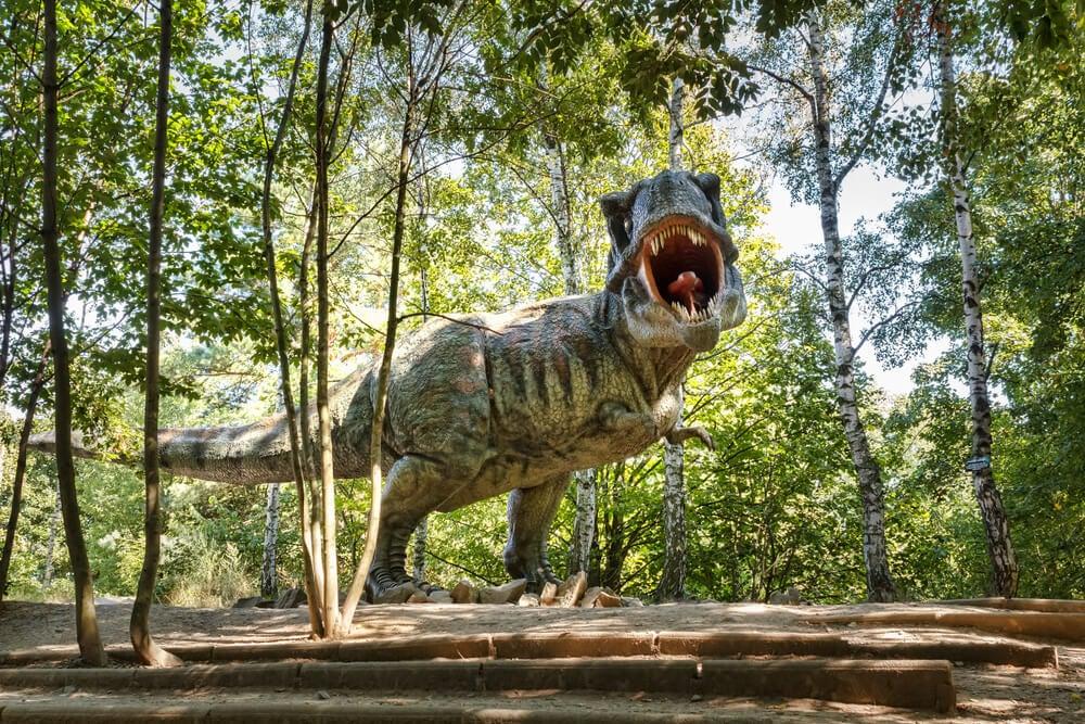 Reproducción de un tiranosaurio