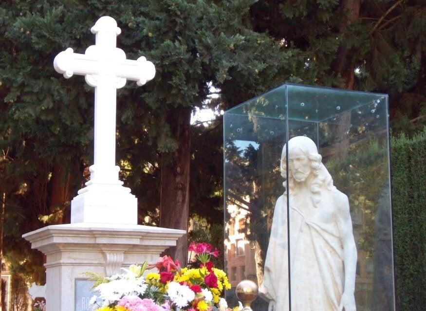 Escultura del Señor del cementerio