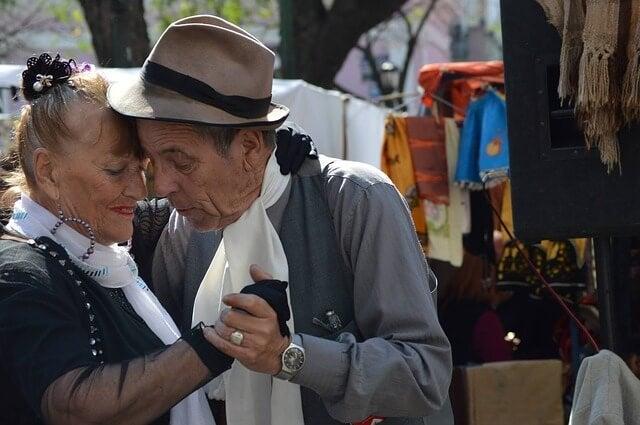 Pareja bailando el tango