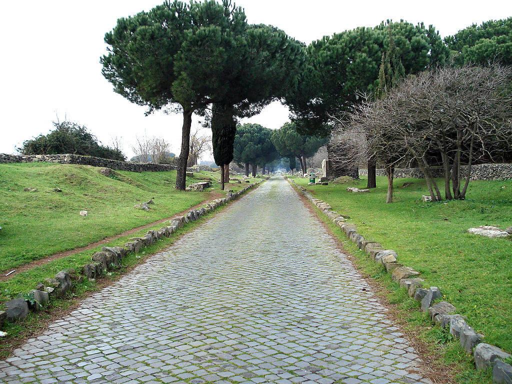 Via Apia en Roma, una de las antiguas carreteras del mundo