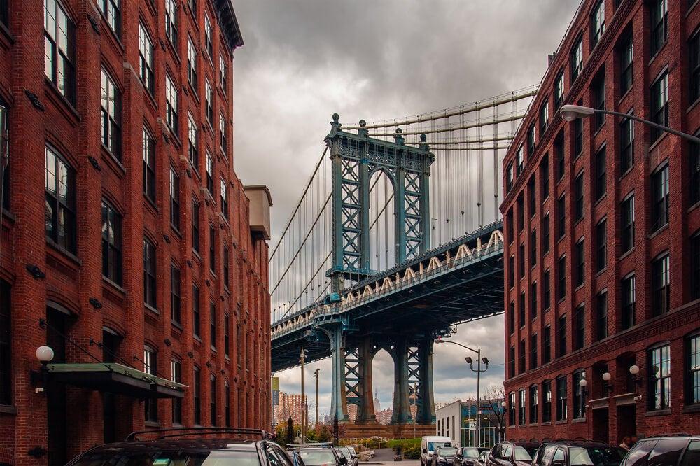 Vista del puente de Brooklyn desde Washington Street